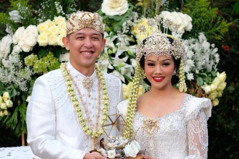 Inspirasi pernikahan adat sunda ala selebriti tanah air, cantik banget!