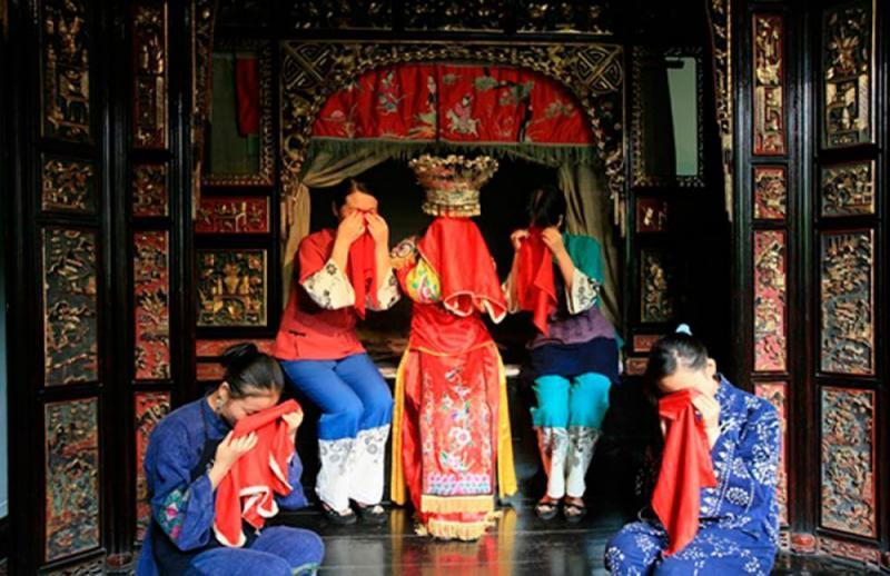 Mempelai wanita harus menangis sebelum pernikahan. Tradisi unik ini ternyata dari Tiongkok!